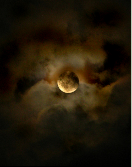 Moon by ~OzZcr on deviantART - Google Chrome_2012-09-20_11-00-52